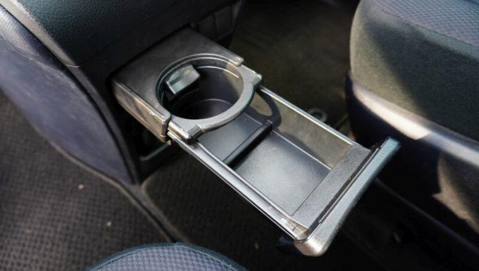 車(VOXY)のドリンクホルダー(大口)