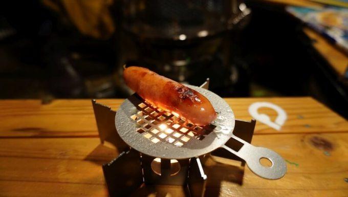 キャンロ(can+ro)のオプション 焼き網(yaki+ami)でウィンナーを炙る その2