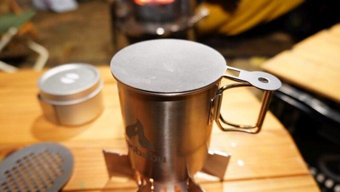 キャンロ(can+ro)のオプション 焼き板(yaki+ita)はマグカップの蓋になる