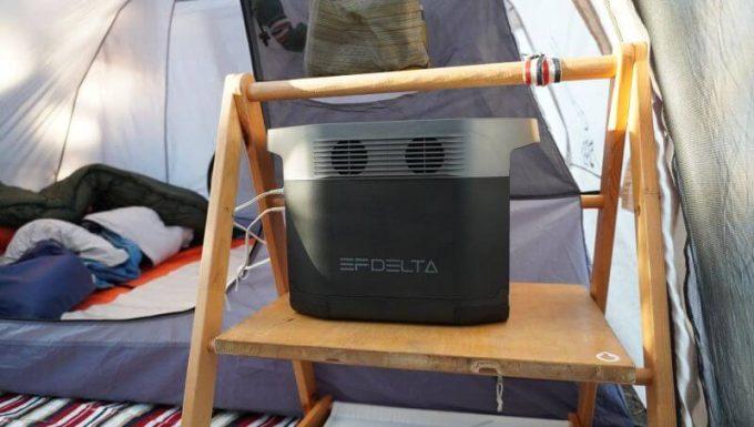 イーエフデルタ(EFDELTA)をキャンプのテント内のラックに置く