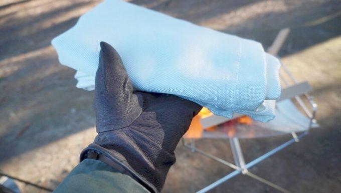 耐火シートは手袋で扱う