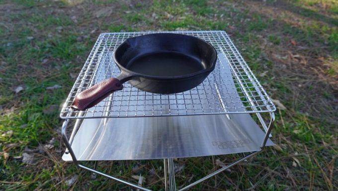 ハングアウト(HangOut)の焚火台 フレイムピット(Flame Pit)でスキレットを使う