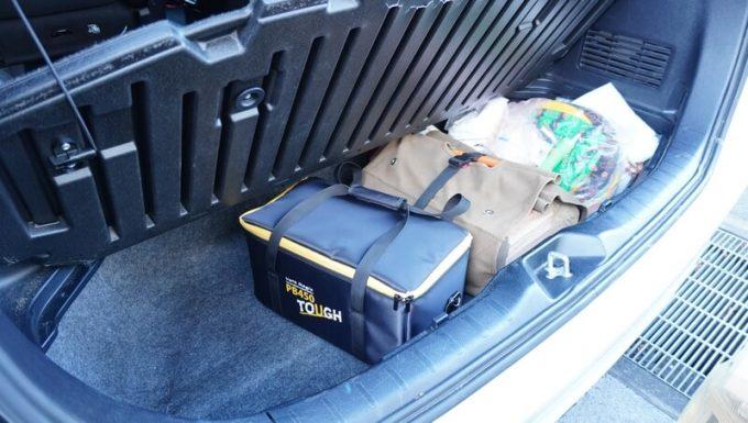 ボルトマジック ポータブル電源 PB450タフをミニバンのトランクの下に収納