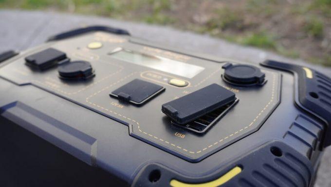 ボルトマジック ポータブル電源 PB450タフの入出力端子のカバー