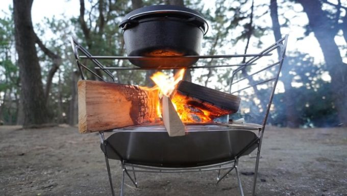 RAPCA(ラプカ)でダッチオーブンを温める(下から)
