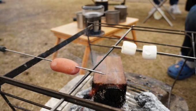 RAPCA(ラプカ)でウィンナーを炙りながら焼きマシュマロを楽しむ