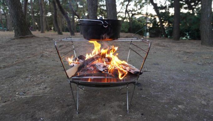 RAPCA(ラプカ)でダッチオーブンを温める(横から)