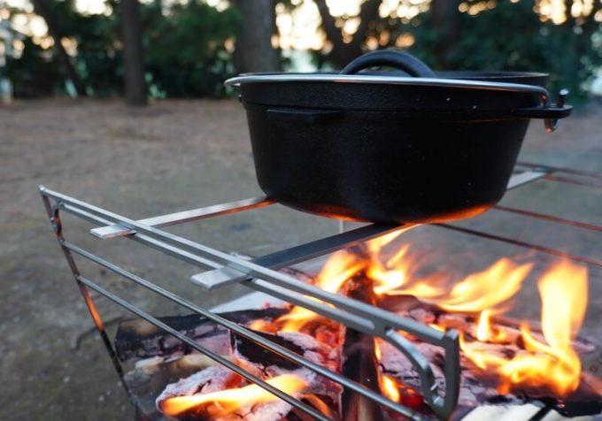 RAPCA(ラプカ)でダッチオーブンを温める(五徳の状態)