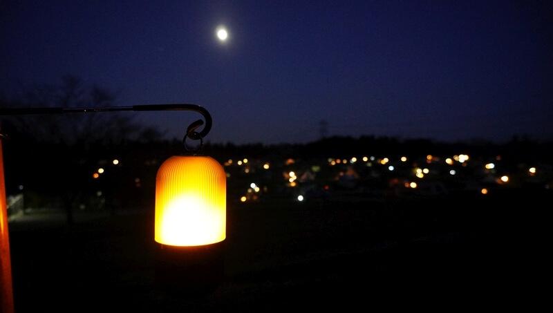 FLAME PODと月とテントの明かり
