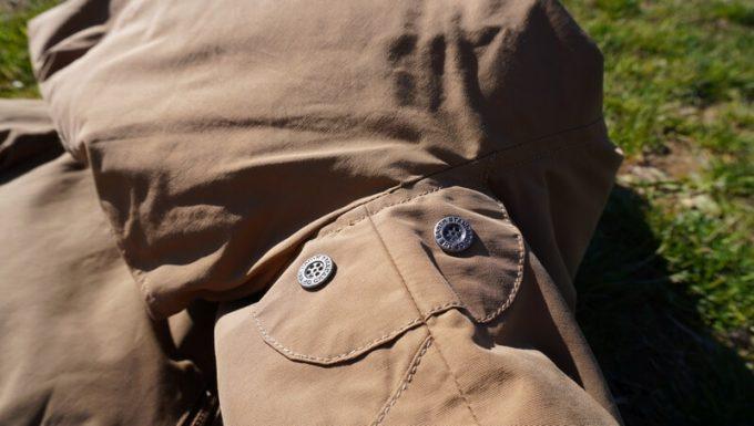 grn(ジーアールエヌ)ダウンジャケットのベンチレーション(脇の下)