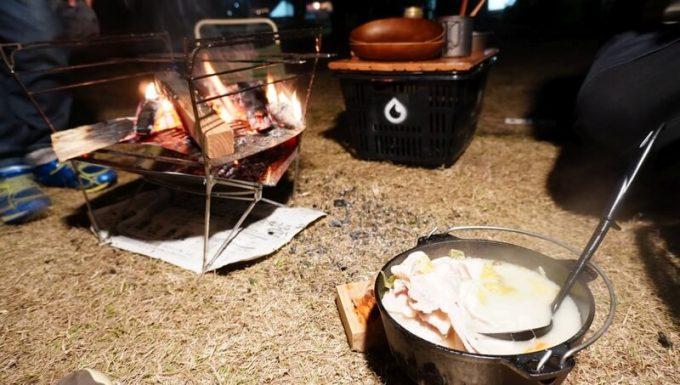 焚火台で鍋料理