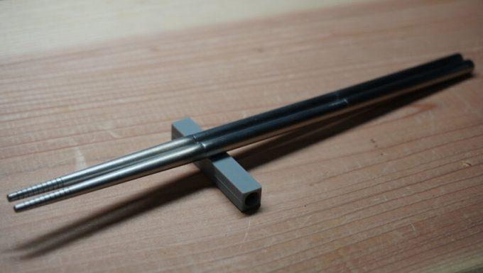 Outlery食器セットのシリコンゴムは箸置きとして使える