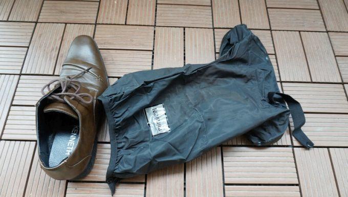 miraiON レインシューズカバーと革靴