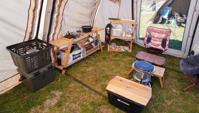 スタークアール(Starke-R)バスケットとボックス(オリーブドラブ)をテント内でレイアウト