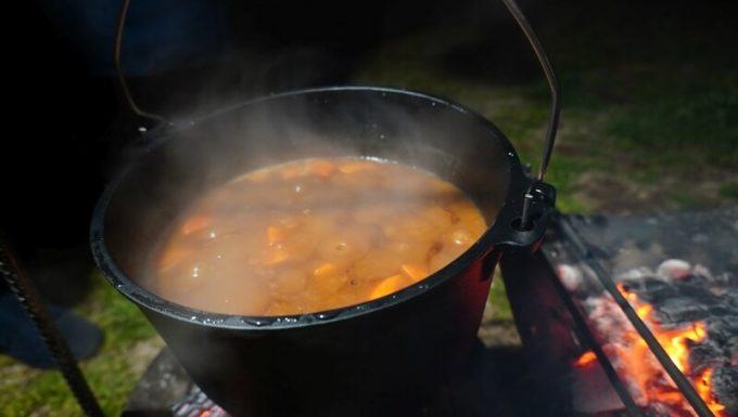 ダッチオーブンで作ったカレー