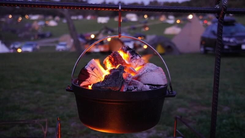 ダッチオーブンとテントのキラキラ夜景