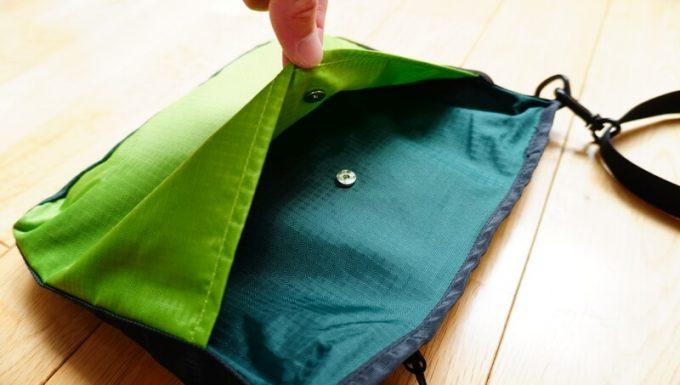 シュービルのサコッシュ(SB-sakosshu)の背面ポケット