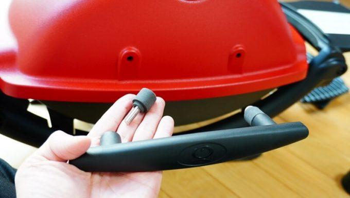 Weberガスグリル(Q1250)のハンドルを組み立てる