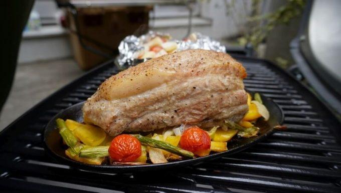Weberで豚バラブロック肉を焼く