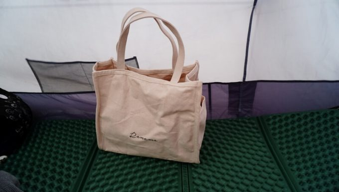 Rename帆布トートバッグは物が入っていなくても自立する
