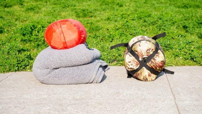 スナグパックの寝袋「マリナー スクエア」と安物3シーズン寝袋と毛布