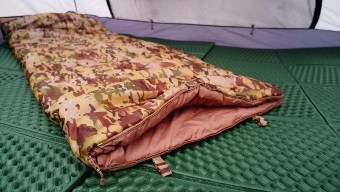 スナグパックの寝袋「マリナー スクエア」は足の部分を開けて温度調整可能