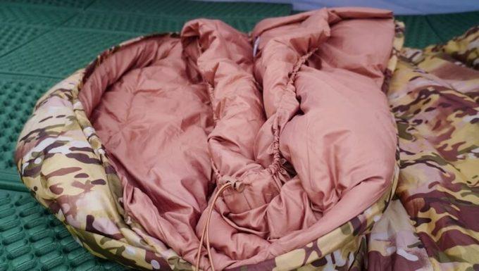 スナグパックの寝袋「マリナー スクエア」のネックバックル