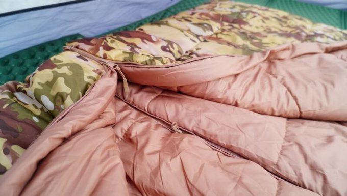 スナグパックの寝袋「マリナー スクエア」のライトジップとレフトジップをジッパーで連結
