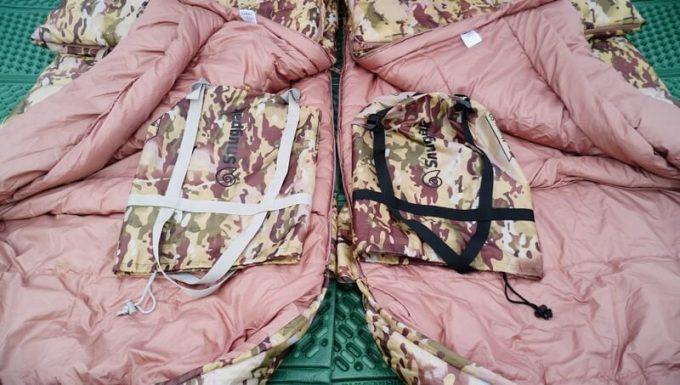 スナグパックの寝袋「マリナー スクエア」のライトジップとレフトジップの収納袋