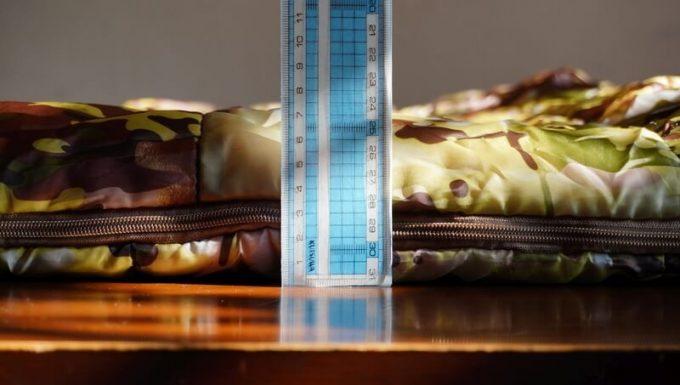 スナグパックの寝袋「マリナー スクエア」の厚さ