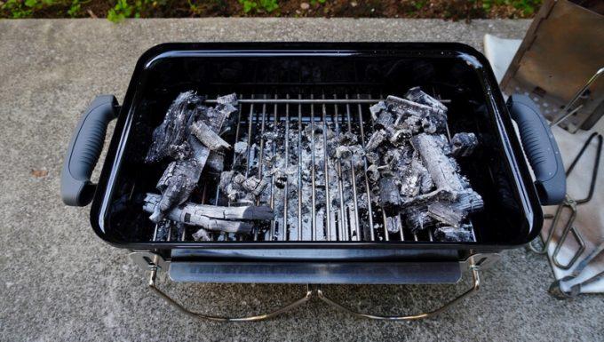 WeberのGo Anywareの間接調理の炭の配置