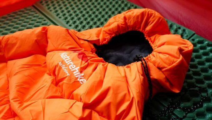 ネイチャーハイク(Naturehike)のエンベロープダウン寝袋の首周りの絞り