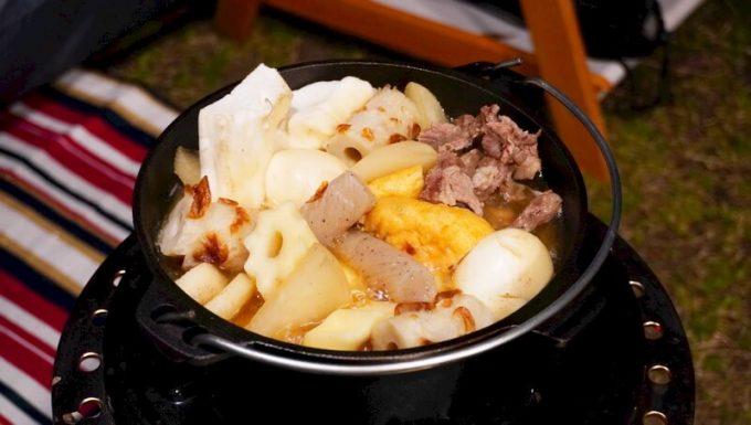 キャンプで石油ストーブとダッチオーブンを使って料理 おでん