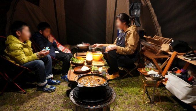 キャンプで石油ストーブとダッチオーブンを使って料理