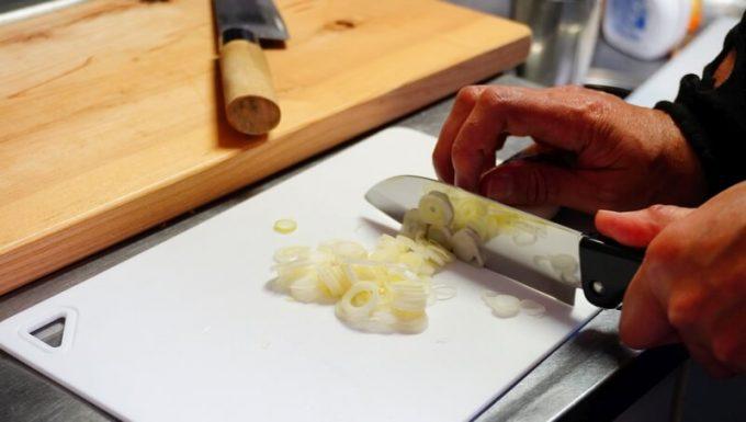 シャプトンの砥石「刃の黒幕」オレンジ中砥(1000)で研いだ包丁の切れ味