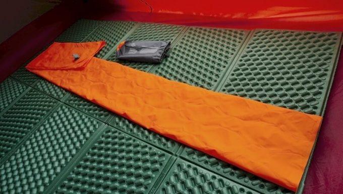 ネイチャーハイクの超軽量テントマットの収納方法
