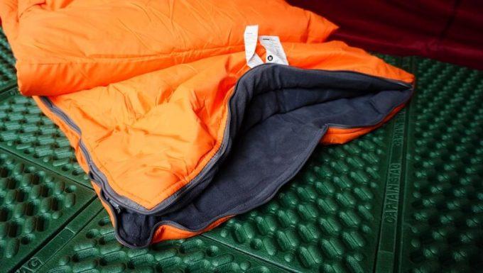 ネイチャーハイク(Naturehike)のエンベロープダウン寝袋の足元は開く