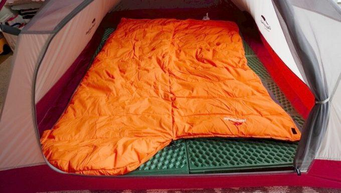 ネイチャーハイク(Naturehike)のエンベロープダウン寝袋は開いて掛け布団として使える