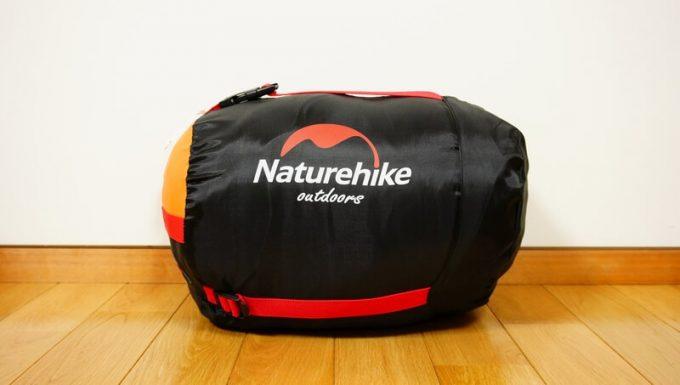 ネイチャーハイク(Naturehike)のエンベロープダウン寝袋の収納状態のサイズ感