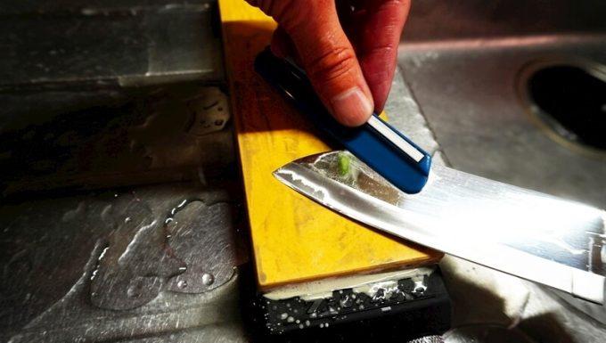 スーパートゲールを包丁の刃先にセット