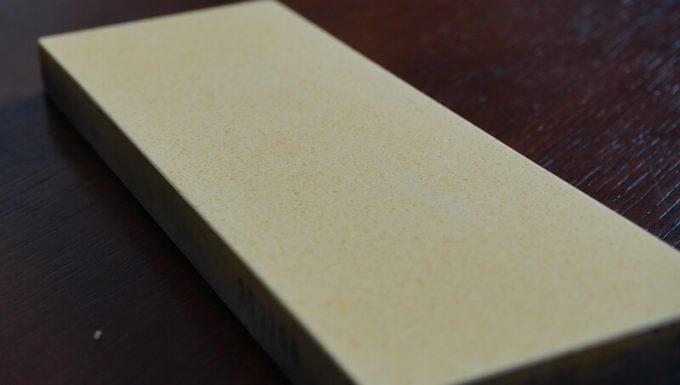 シャプトンの砥石「刃の黒幕」オレンジ中砥(1000)の砥石の表面