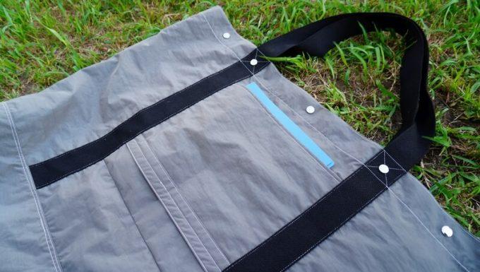フェリシモ USEDo 超ビッグサイズナイロンバッグの外ポケットにA4ファイルが入る