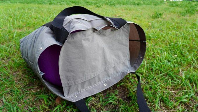 フェリシモ USEDo 超ビッグサイズナイロンバッグの内ポケットはフタになる