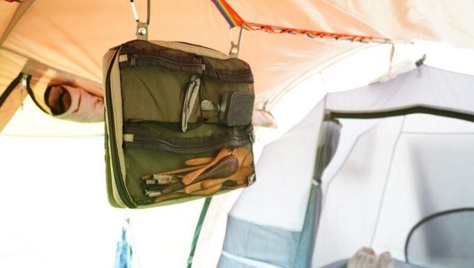 フェリシモ USEDo メッシュポケットをテントに吊るす