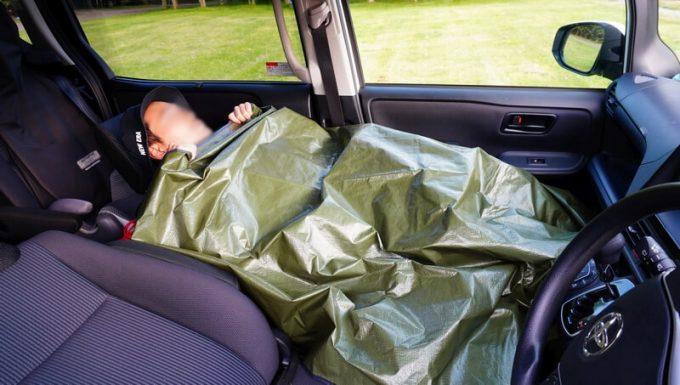グラバー オールウェザーブランケットを車内でブランケットとして使う