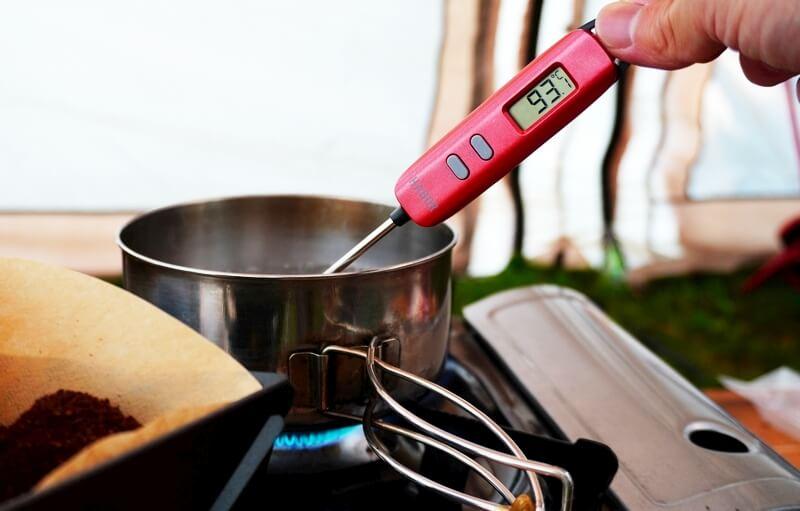 Haborの調理温度計でお湯の温度を測る