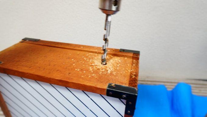 自作スパイスボックスの作り方 ハンドル用の穴をドリルで開ける