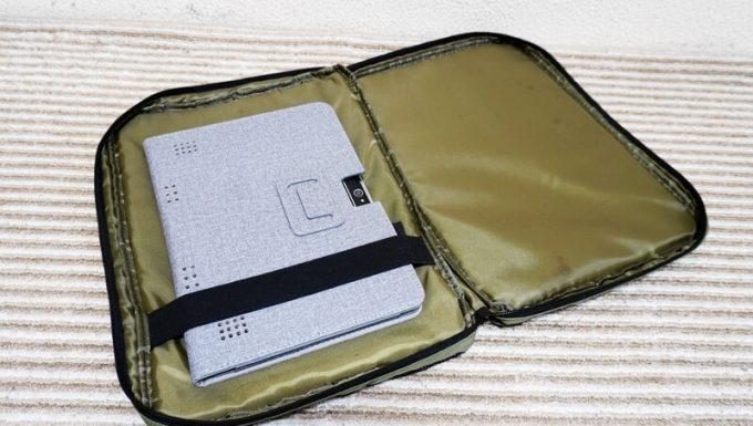 フェリシモ USEDo メッシュポケットにタブレットを入れる