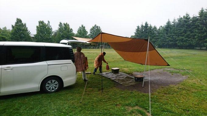 雨の日の設営