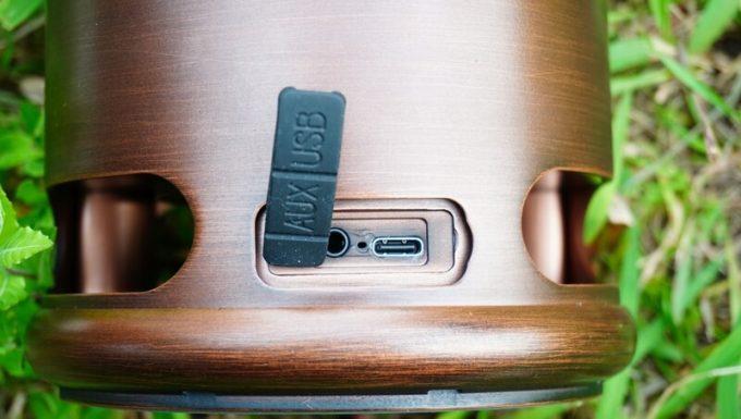 アラジン ランタンスピーカーのUSB・AUX端子